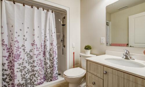 Bathroom in suite at Oakcrossing Retirement Living