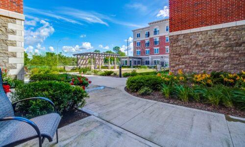 Courtyard at Oakcrossing Retirement Living